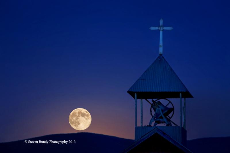 Moonrise over Llano
