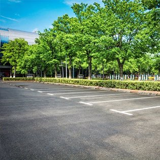 Accesos de vehículos y aparcamientos
