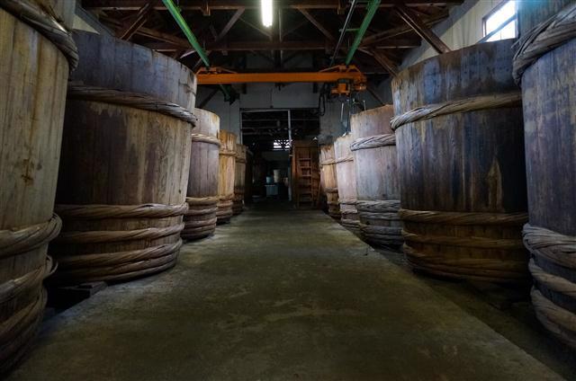 wooden fermentation tanks