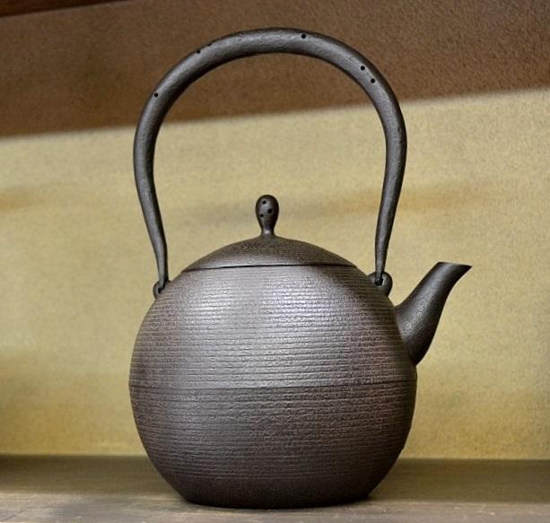 南部鉄瓶(日の丸形鉄瓶)<鈴木盛久工房>